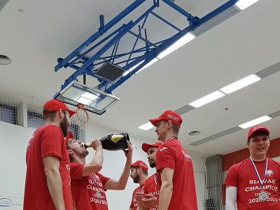 Volejbalisti Rieker UJS Komárno sa tešia zo svojho premiérového majstrovského titulu v extralige