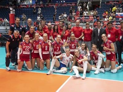 Na snímke tímová fotografia Sloveniek