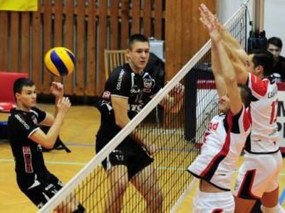 Hráči Trenčína vľavo Ján