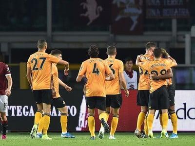 Radujúci sa hráči Wolves
