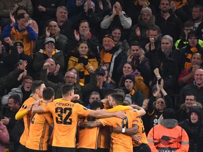 Na snímke hráči Wanderers oslavujú gól v zápase K-skupiny 4. kola skupinovej fázy Európskej ligy vo futbale Wolverhampton Wanderers -ŠK SLovan Bratislava