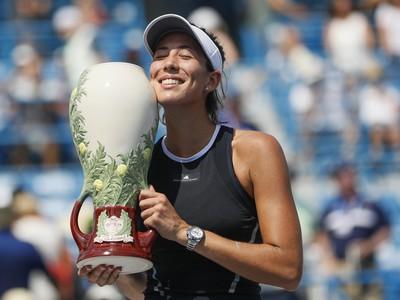 Garbine Muguruzová-Blancová s trofejou