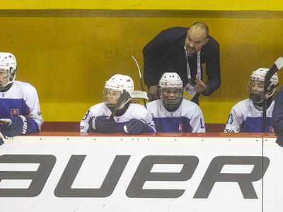 Na snímke hore tréner