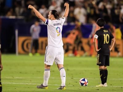 Zlatan Ibrahimovič a Carlos