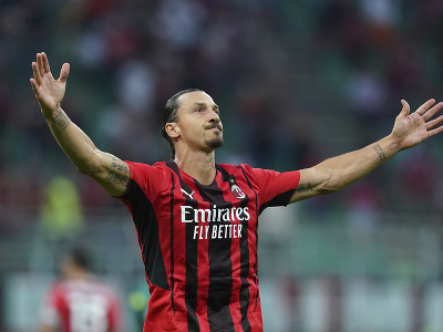 Zlatan Ibrahimovič oslavuje gól do siete Lazia