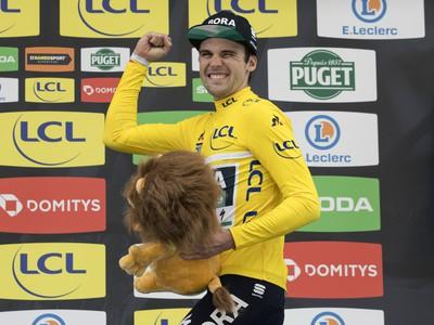 Na snímke nemecký cyklista Maximilian Schachmann z tímu Bora-Hansgrohe oslavuje celkové víťazstvo po záverečnej 7. etape pretekov Paríž - Nice