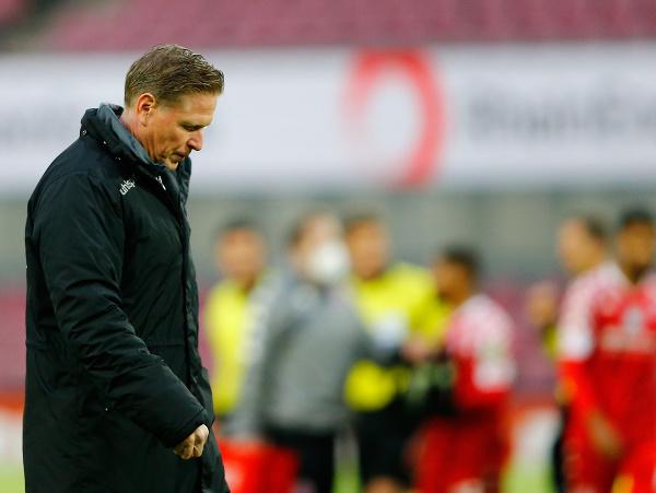 Markus Gisdol z Kolína odchádza po zápase 28. kola nemeckej bundesligy proti Mainzu
