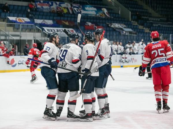 Radosť hráčov HC Slovan Bratislava po strelenom góle