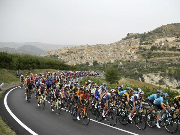 Cyklisti počas 3. etapy Giro d'Italia