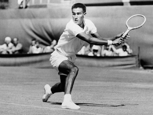 Americký tenista Alex Olmedo