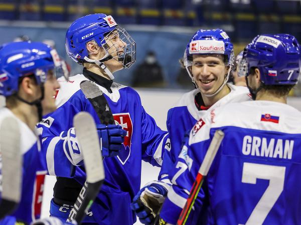 Zľava Juraj Slafkovský a Andrej Kollár (obaja SR)
