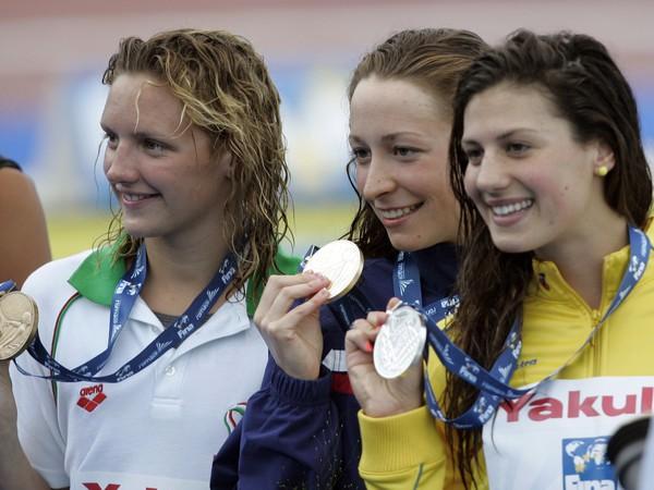 Američanka Ariana Kukorsová (uprostred) si na MS v Ríme 27. júla 2009  vyplávala zlatú medailu na 200 m polohové preteky