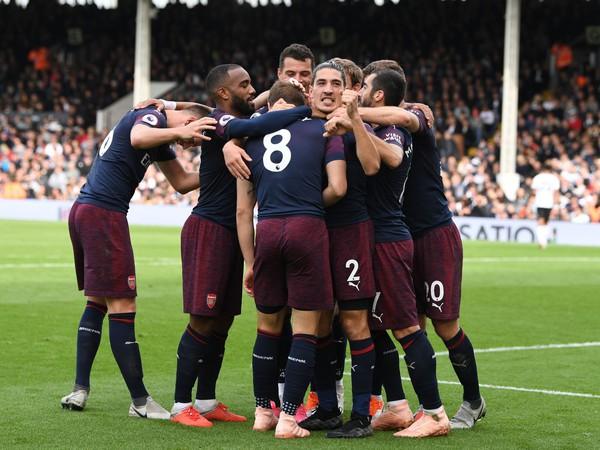 Hráči Arsenalu sa radujú zo streleného gólu