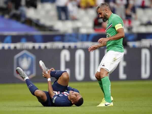 Obranca Loic Perrin vo finále Francúzskeho pohára