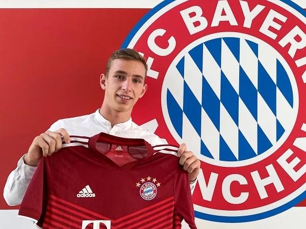 Bayern Mníchov podpísal zmluvu so 16-ročným Chorvátom Zvonarekom