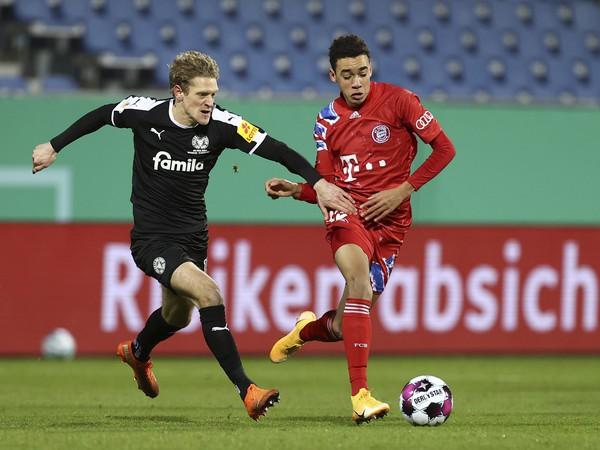 Jamal Musiala v drese Bayernu Mníchov