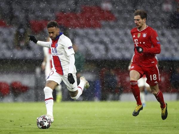 Neymar (vľavo) z PSG a Leon Goretzka z Bayernu Mníchov