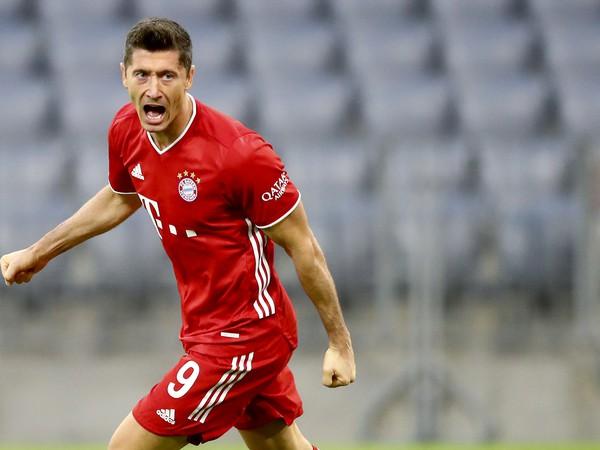 Robert Lewandowski sa raduje z gólu