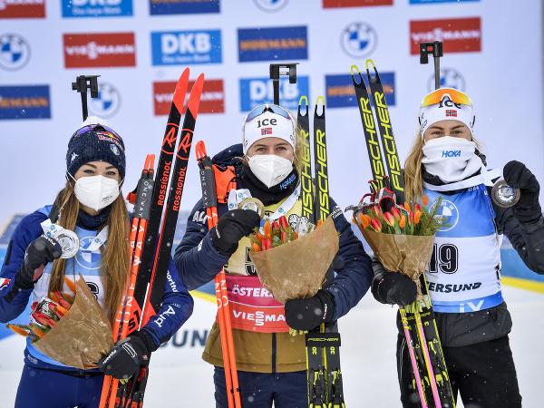 Zľava Dorothea Wiererová, Tiril Eckhoffová a Ingrid Landmarková Tandrevoldová