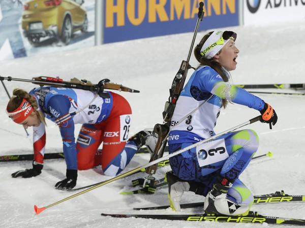 Paulína Fialková a Anais Chevalierová v cieli pretekov