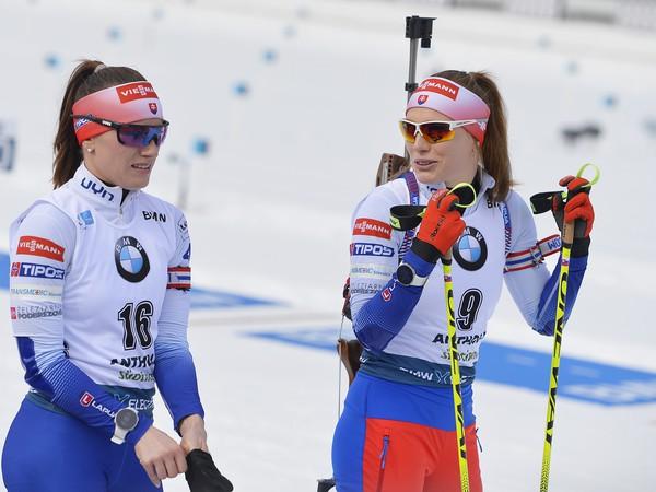 Slovenské biatlonistky Ivona Fialková (vpravo) so sestrou Paulínou