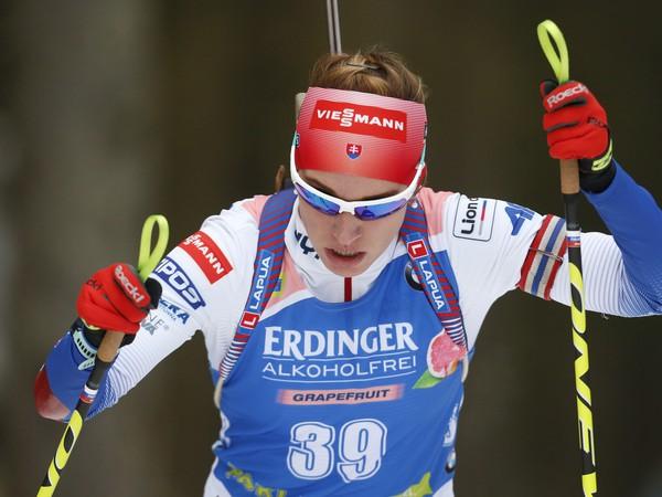 Slovenská reprezentantka Paulína Fialková na trati v súťaži na 15 km žien v 1. kole Svetového pohára biatlonistiek v slovinskej Pokljuke
