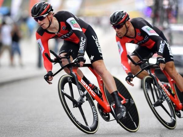 Jazdci tímu BMC Racing sa stali víťazmi tímovej časovky