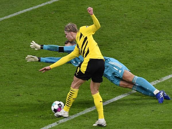 Erling Haaland strieľa gól