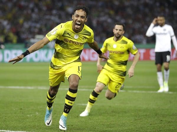 Pierre-Emerick Aubameyang sa raduje po góle
