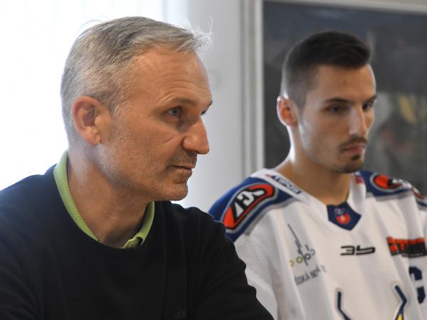 Tréner HK Spišská Nová Ves Miroslav Mosnár a kapitán Branislav Rapáč