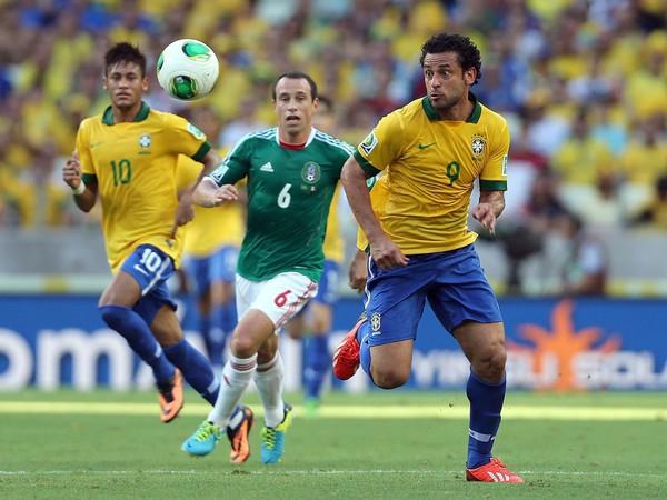 Fred (9) v drese Brazílie na pohári konfederácií FIFA v roku 2013