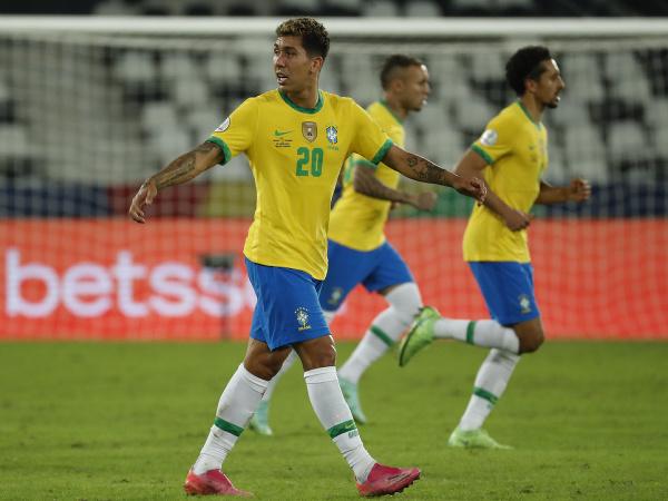 Roberto Firmino v drese Brazílie