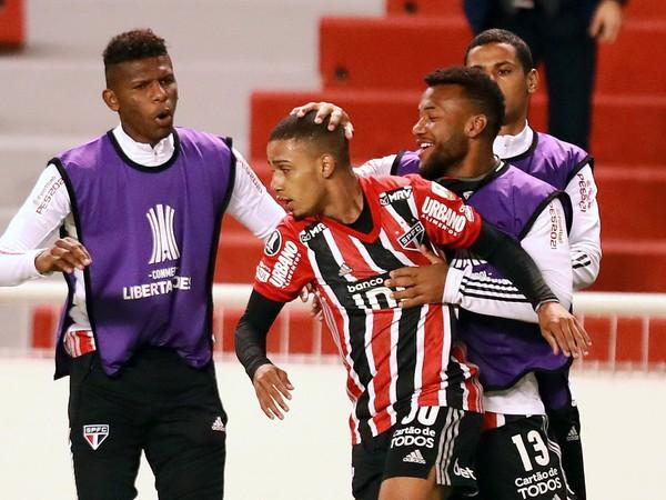 Brenner Souza da Silva a jeho gólové oslavy so spoluhráčmi