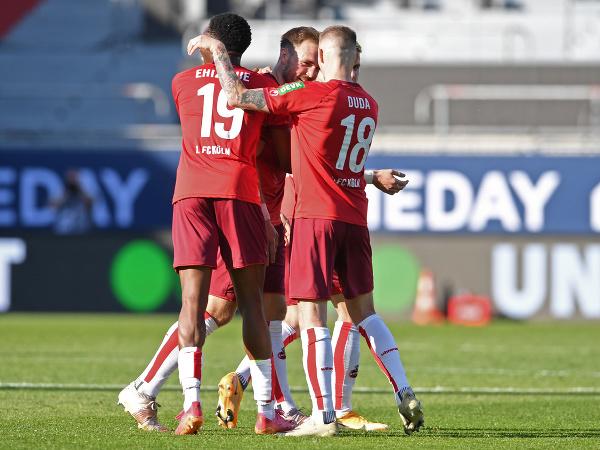 Hráči Kolína oslavujú gól