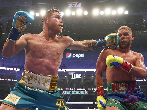 Canelo Alvarez a Billy Joe Saunders v titulovom súboji