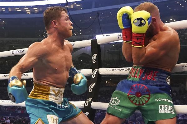 Canelo Alvaréz zničil v ringu Saundersa