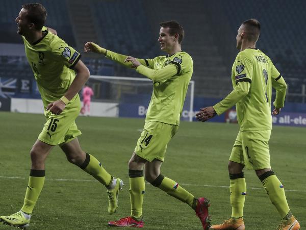 Tomáš Souček (vľavo) sa raduje z gólu
