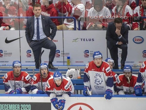 Česká striedačka počas zápasu
