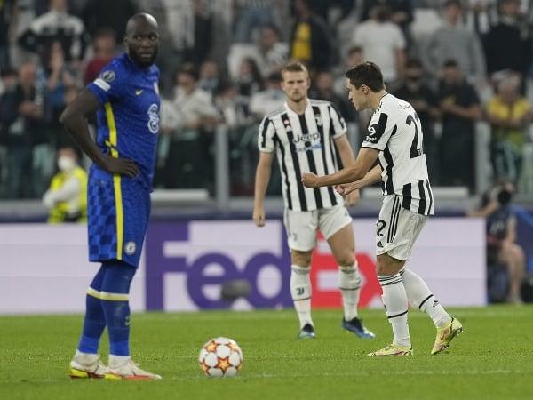 Federico Chiesa (vpravo) oslavuje po tom, ako strelil úvodný gól