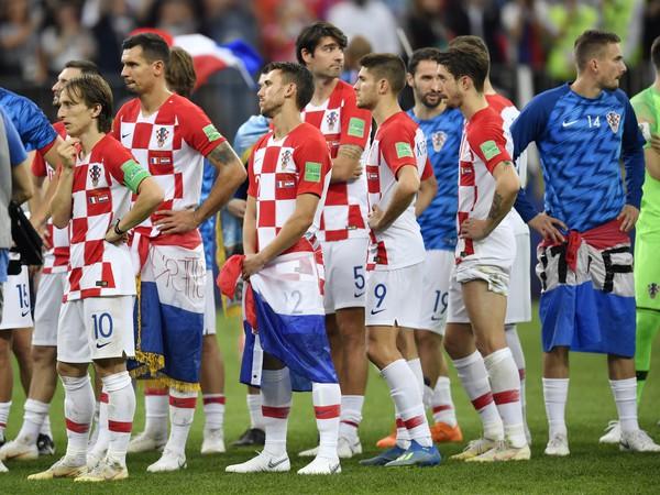 Sklamaní hráči Chorvátska po neúspešnom finále