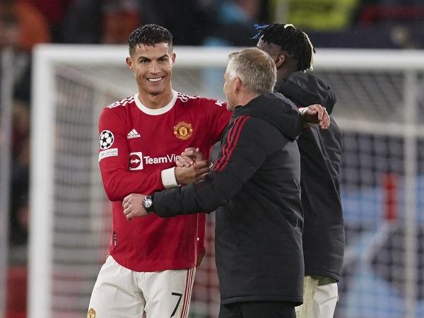 Cristiano Ronaldo a manažér Ole Gunnar Solskjaer