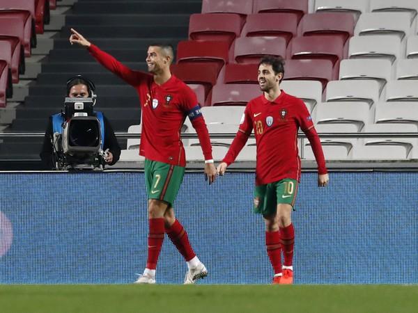 Cristiano Ronaldo oslavuje gól v drese Portugalska