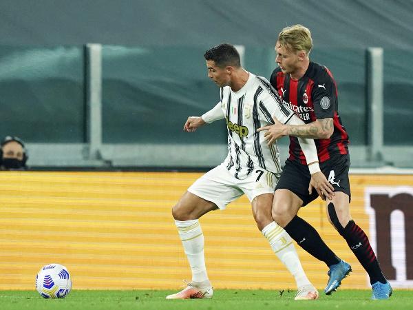 Simon Kjaer a Cristiano Ronaldo