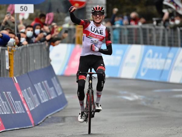 Americký cyklista Joe Dombrowski z tímu UAE-Team Emirates sa teší z triumfu vo 4. etape Gira