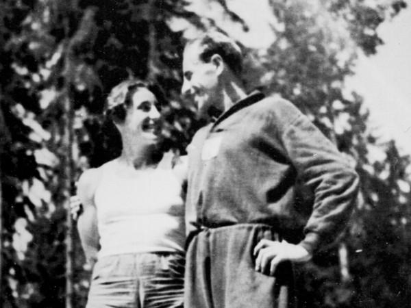 Manželia Zátopkovci v olympijskej dedine 1952 v Helsinkách