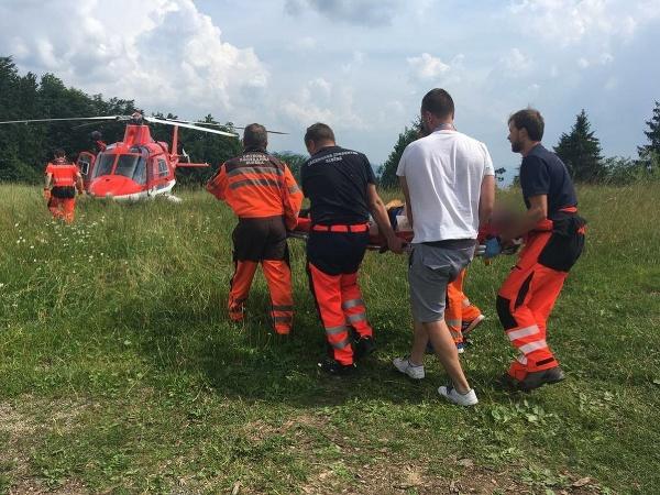 Na miesto nehody bol privolaný aj vrtuľník leteckej zdravotnej služby