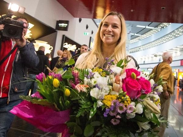 Víťazka WTA Finals v Singapure 2016 a piata najlepšia tenistka sveta Dominika Cibulková po prílete na Letisko Viedeň-Schwechat