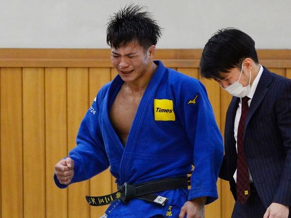 Hifumi Abe sa po triumfe neubránil slzám