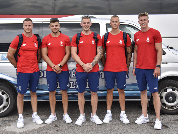 Na snímke tím slovenských rýchlostných kanoistov, zľava Erik Vlček, Denis Myšák, Adam Botek, Csaba Zalka, Samuel Baláž  pred odchodom na letné olympijské hry v Tokiu