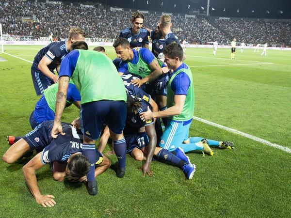 Na snímke radosť hráčov Slovana po strelení gólu na pôde PAOKu Solún